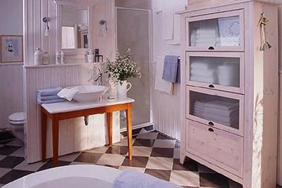 Lantligt badrum
